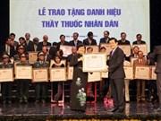 Le chef de l'Etat félicite les médecins vietnamiens
