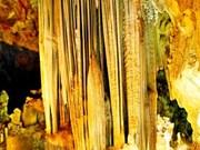 Quang Binh: La grotte de Tien Son attire de nombreux touristes