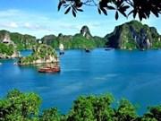"""Le pho de Hanoi et la baie d'Ha Long: """"100 voyages fascinants dans le monde"""""""