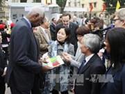 Abdou Diouf rencontre des jeunes francophones à Hanoi