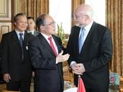 Le président Nguyen Sinh Hung commence sa visite officielle en Suisse