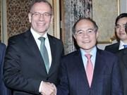 Nguyen Sinh Hung termine sa visite en Suisse pour l'Italie