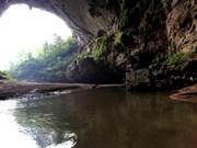 Quang Binh : la grotte Én... en hélicoptère !