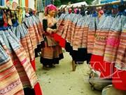 Les tenues artisanales des femmes Mong