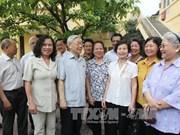 Nguyen Phu Trong à l'écoute des électeurs hanoïens
