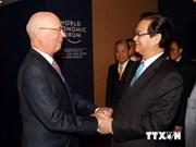 Le PM Nguyen Tan Dung rencontre le président du Forum économique mondial