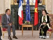La vice-présidente Nguyen Thi Doan rencontre le président du Sénat français