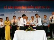 Remise du navire KN-781 à la Surveillance des ressources halieutiques du Vietnam