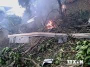 Crash d'hélicoptère: le président du Comité populaire de Hanoi rend visite aux blessés