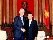 Des dirigeants vietnamiens reçoivent l'ancien président américain  Bill Clinton