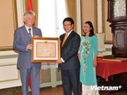 Remise de l'Ordre de l'amité à deux diplomates belges