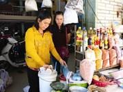Les marchands de sable du marché de Bà Hoa