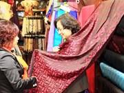Semaine culturelle et touristique du village de métier de Van Phuc 2014