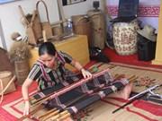 Le tissage zeng : plus qu'une tradition, une manne
