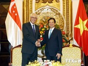 Des dirigeants vietnamiens reçoivent l'ancien PM singapourien