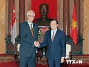 Le président Truong Tan Sang reçoit l'ancien PM singapourien