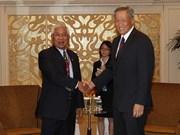 Singapour et les Philippines dialoguent sur la défense