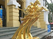Remise des 60 statues du génie Giong aux individus et organisations