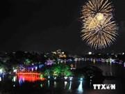 Feux d'artifice pour célébrer le 60e anniversaire de la libération de Hanoi