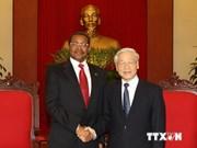 Le secrétaire général Nguyen Phu Trong reçoit le président tanzanien