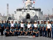 Fin de la visite de deux navires vietnamiens en Indonésie