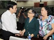 Le président Truong Tân Sang rencontre l'électorat d'Ho Chi Minh-Ville