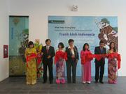 La peinture sous verre d'Indonésie exposée à Hanoi