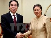Le gouverneur de la Banque d'État du Vietnam en visite au Laos