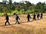 Le Laos et le Cambodge félicitent l'Armée vietnamienne
