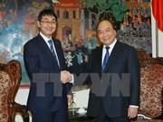 Le vice-Premier ministre Nguyên Xuân Phuc reçoit un député japonais