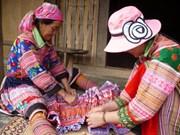 Les femmes de l'ethnie H'mong préservent un métier traditionnel