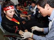 """Don de sang : nombre de personnes au """"Dimanche rouge 2015"""" à Hanoi"""