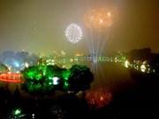 Hanoi : feux d'artifice du Tet de la Chèvre 2015 sur l'île du fleuve Rouge
