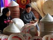 Des jeunes Hanoiens étudient la valeur des patrimoines culturels immatériels