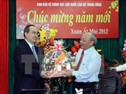 Les dirigeants félicitent les médecins vietnamiens