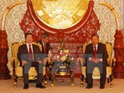 Un dirigeant laotien reçoit la délégation vietnamienne de l'Industrie et du Commerce