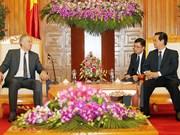 Des dirigeants vietnamiens reçoivent l'ex-PM britannique