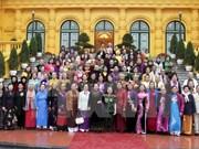 La vice-présidente Nguyên Thi Doan rencontre les femmes de l'«Armée aux cheveux longs»