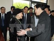 Le chef de l'Etat offre des cadeaux à des familles démunis de communes frontalières