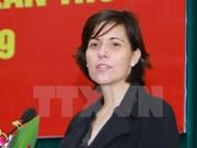 """Insigne """"Pour la paix et l'amitié entre les peuples"""" à l'ambassadeur de Hongrie"""
