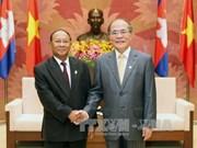 Le président de l'AN vietnamienne reçoit son homologue cambodgien