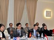 Colloque sur les défis de la sécurité du Vietnam à Paris