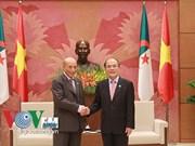 Le président de l'AN reçoit des parlementaires algériens et pakistanais