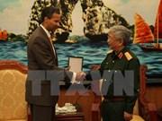 Le vice-ministre de la Défense Nguyen Chi Vinh reçoit un responsable de Boeing