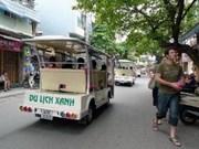 Des rues gastronomiques dans le vieux quartier de Hanoi