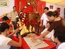 La fabrication des feuilles d'or du village de Kieu Ky