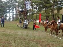 "Une course d'équitation ""à cru"" à Da Lat"