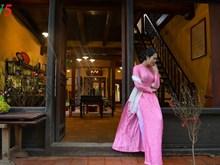 Les vietnamiennes s'habillent en ao dài pour la fête du Têt