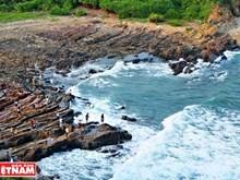 Les récifs des Griffes du Dragon, un lieu majestueux sur l'île de Cô Tô