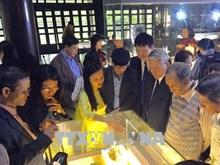 Une exposition d'anciens objets en porcelaine à Thua Thien-Hue